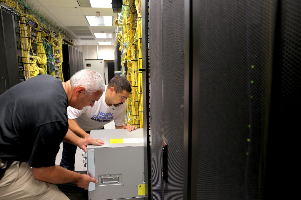 ITS staffers install a new Cisco Nexus at ITS Franklin.